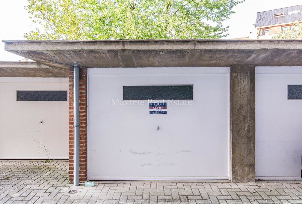 Gesloten garagebox te huur in Woluwe-Saint-Pierre